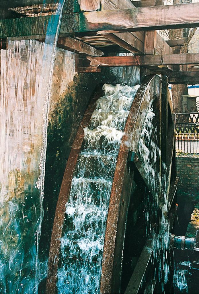 Das oberschlächtige Wasserrad der Zschoner Mühle